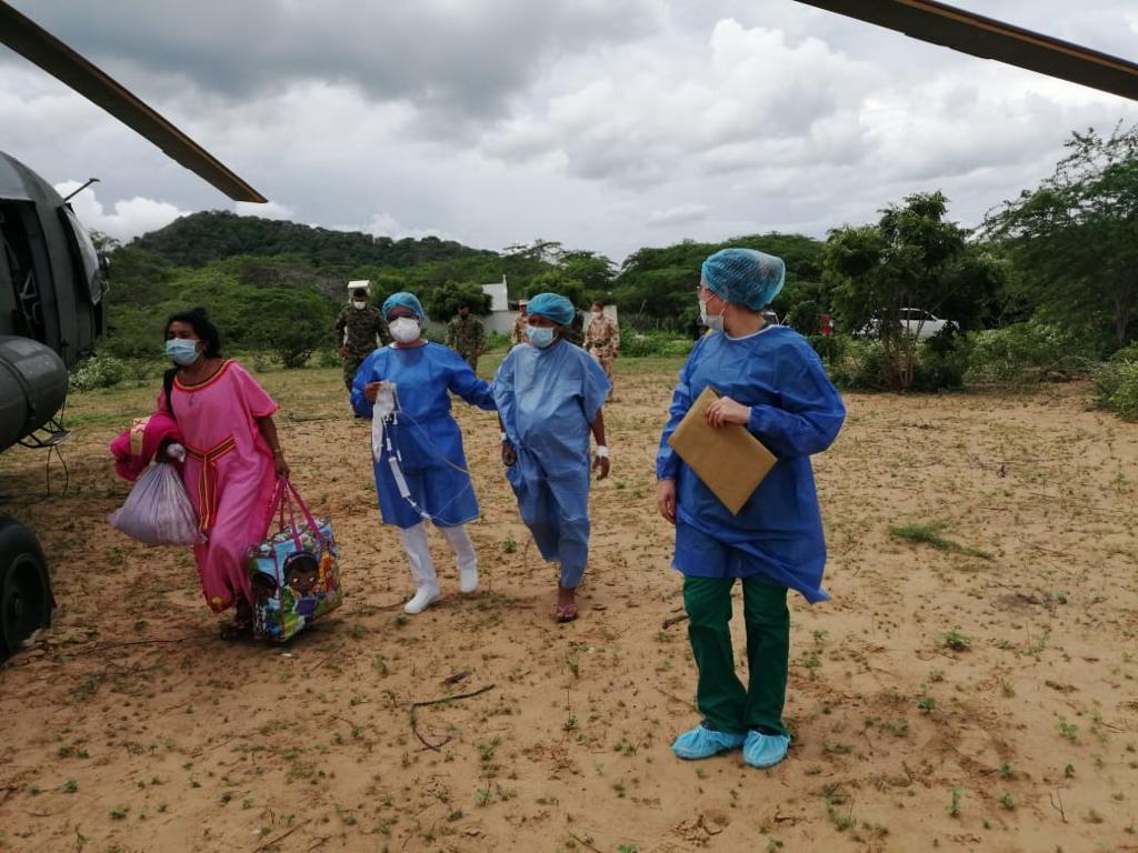 ESE Hospital de Nazareth traslada en helicóptero a paciente indígena wayuú en delicado estado de salud